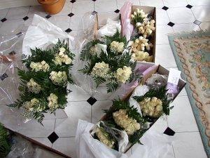 Rhonda's wedding - flower delivery